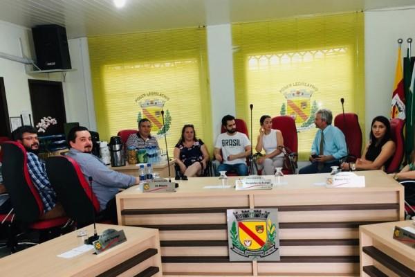 CÂMARA DE QUITANDINHA SEDIA REUNIÃO ENTRE ADVOGADOS E PRESIDENTE DA OAB